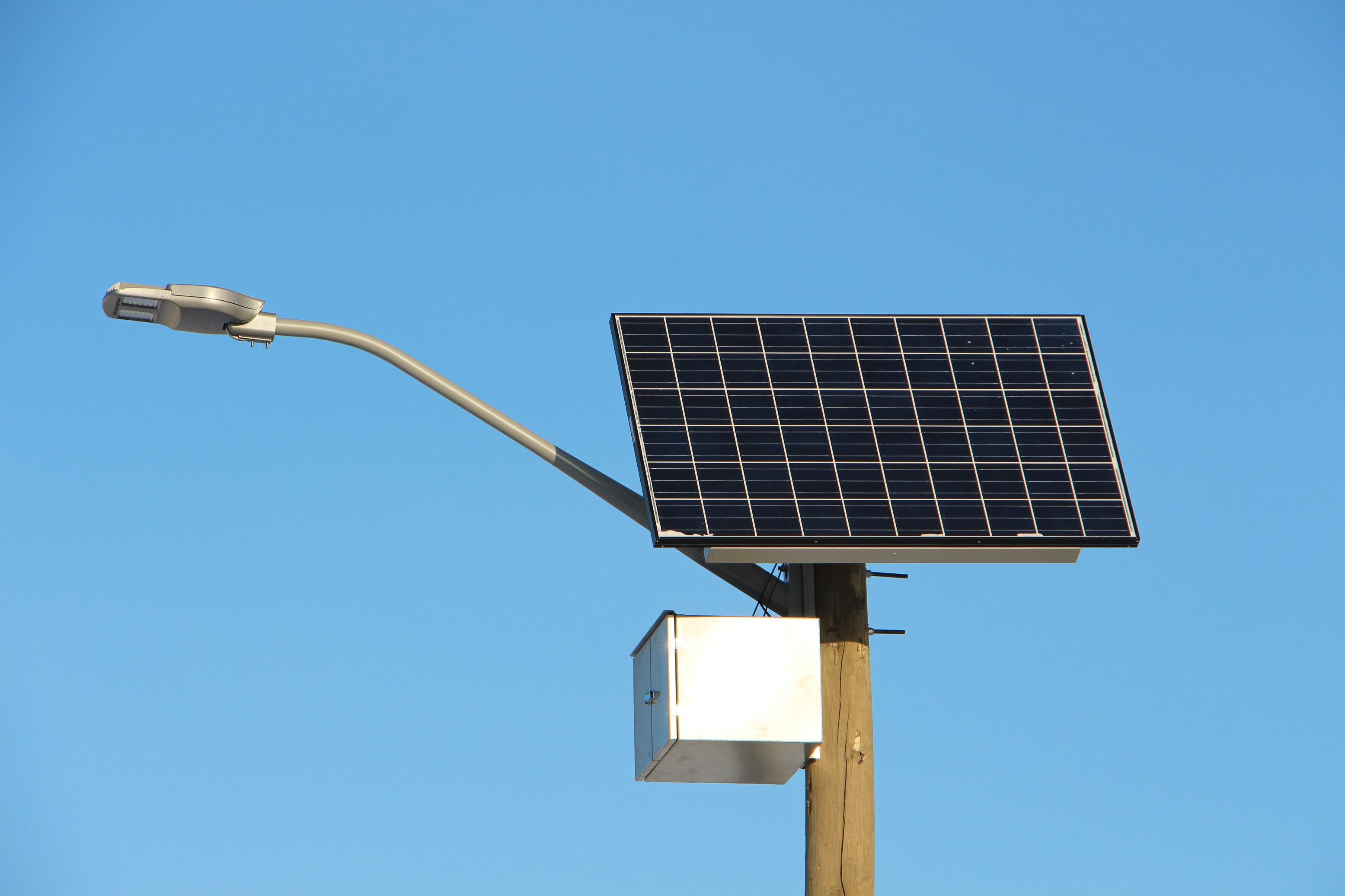 Commercial solar lighting solutions dx